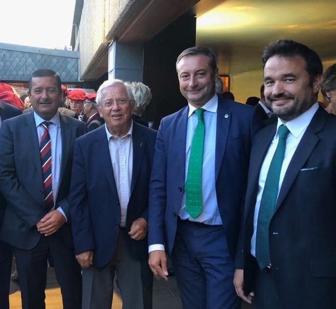 Pedro Ortiz, Alfredo Pérez y Álvaro Villa, durante la celebración, junto al periodista Fernando Jáuregui, que fue Emboque de Oro en el año 2018