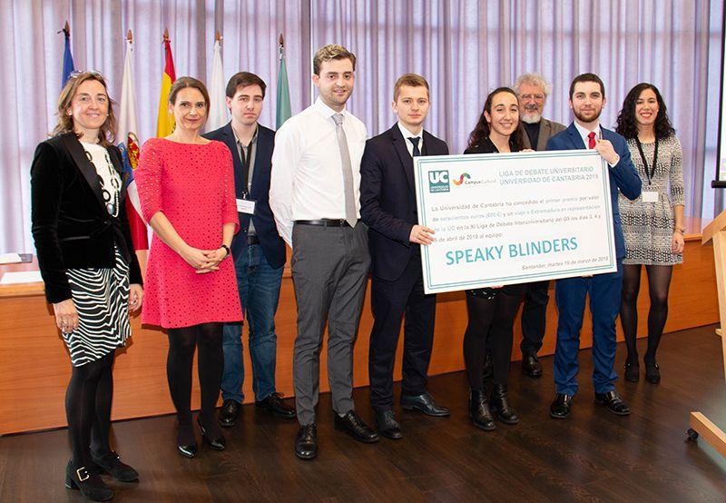 Grupo PITMA con los ganadores de la liga de debate