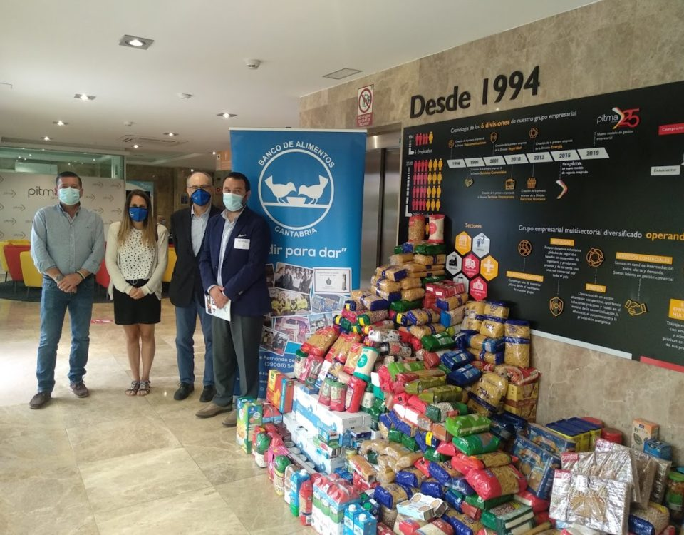 Entrega de 1,5T de alimentos en la sede central del grupo PITMA