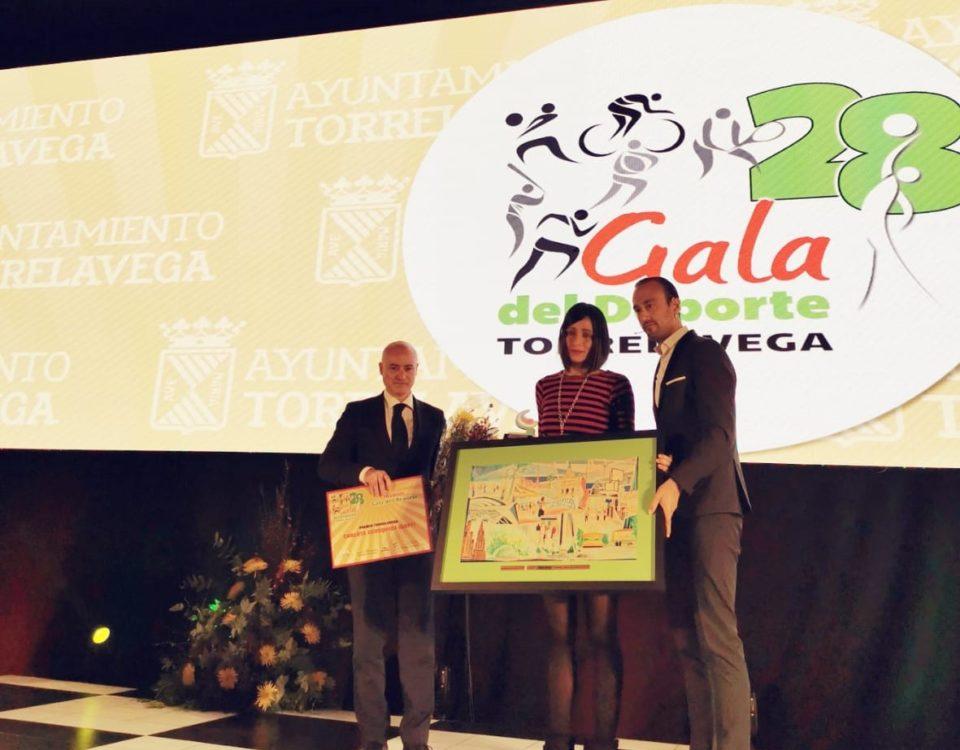 Manuel Gómez y Javier López entregan el Premio Torrelavega en la 28º Gala del Deporte