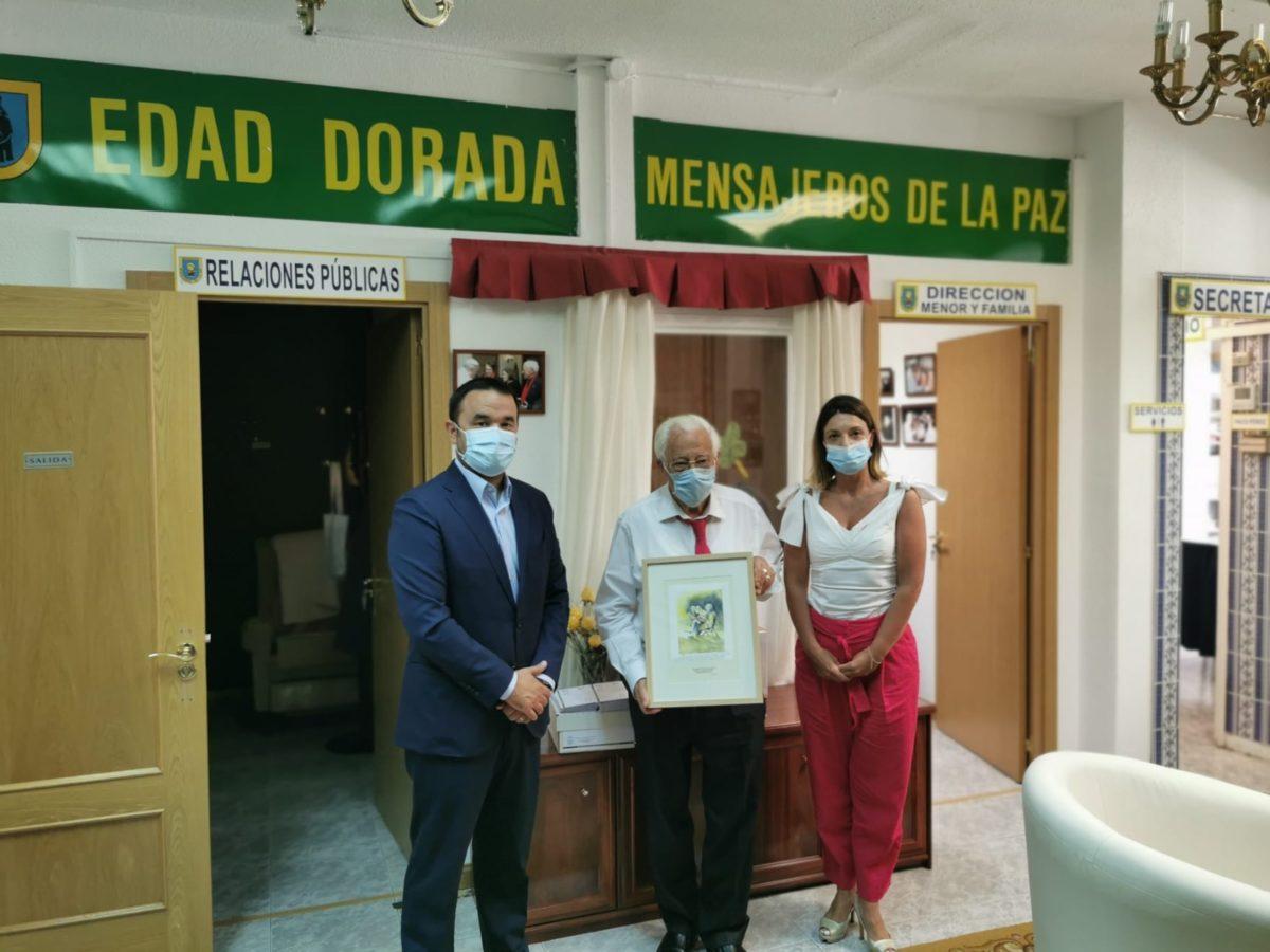 Acto de entrega de la donación a Mensajeros de la Paz